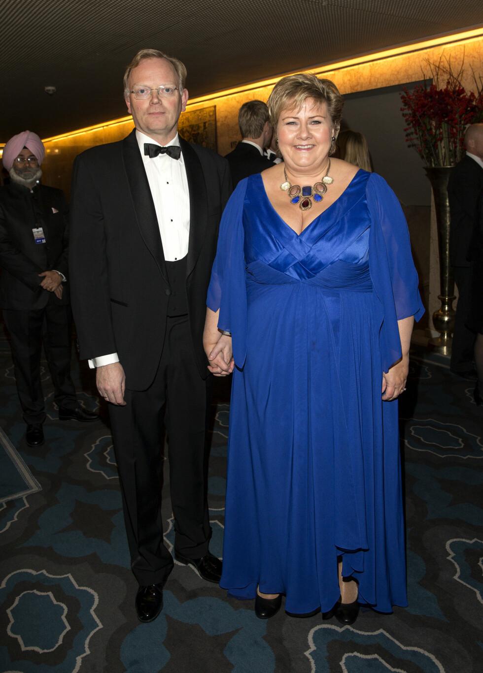 GOD KONE: Erna Solberg sier til Dagbladet at hun tror hun er en ganske god kone. Her med ektemannen Sindre Finnes under Nobels fredsprisbanketten på Grand Hotell i 2014. Foto: Andreas Fadum