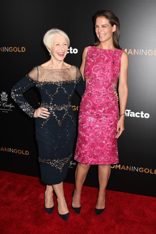MORO PÅ RØD LØPER: Helen Mirren og Katie Holmes på «Woman in Gold»-premieren i New York søndag kveld.  Foto: Gregory Pace/BEI/REX/All Over Press