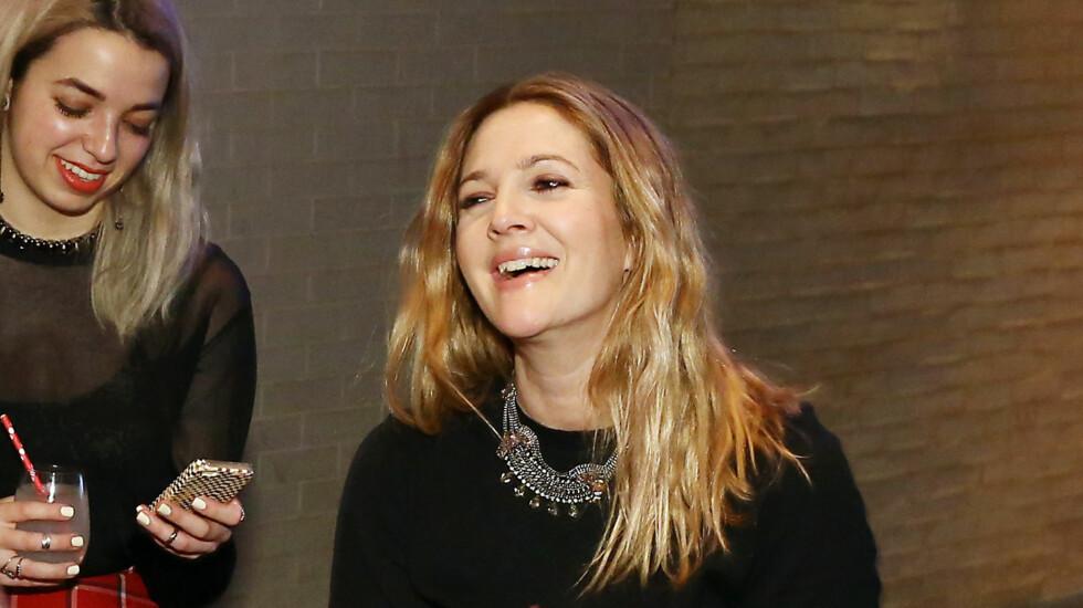 <strong>JORDNÆR STJERNE-MAMMA:</strong> Drew Barrymore, her på lanseringen av nye skjønnhetsprodukter for merket Flower i februar, sier til Glamour at kroppen ikke føles på topp etter to fødsler. Men filmstjernen avslører også hvordan hun takler kroppspresset.  Foto: All Over Press