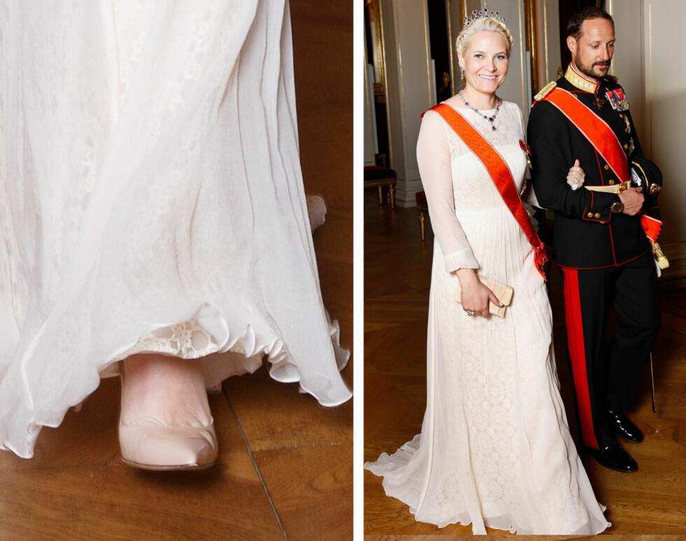 FEMININ: Kronprinsesse Mette-Marit hadde følge av ektemannen Haakon under slottsgallaen onsdag kveld. 41-åringen var kledd i en fotsid kreasjon i chiffon og blonde, signert den norske designeren Leila Hafzi.  Foto: Svein Brimi/NTB Scanpix
