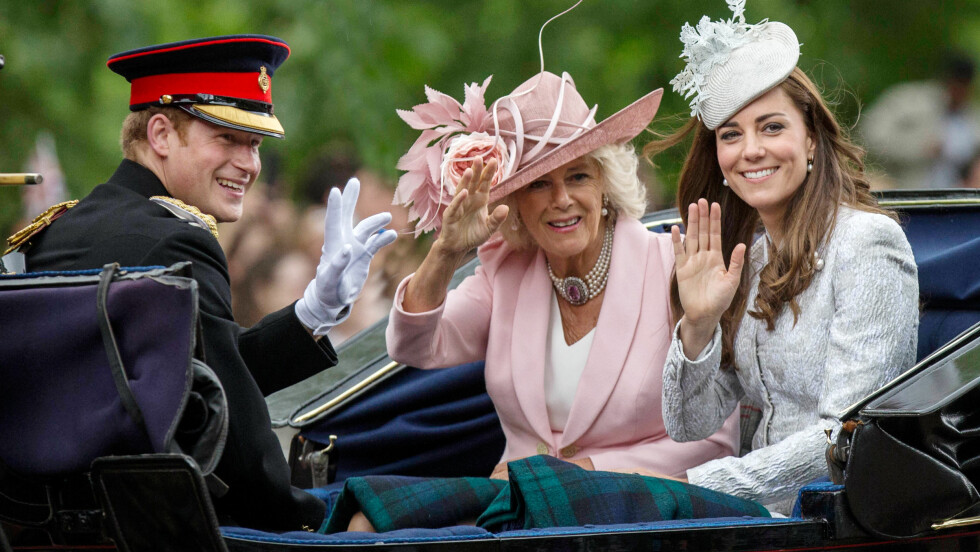 SEXY PRINS: Prins Harry er umåtelig populær i hjemlandet. Her med hertuginne Camilla og hertuginne Kate. Foto: Rupert Hartley/REX/All Over Press
