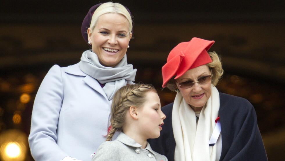 17. MAI: Mette-Marit, Sonja og Ingrid Alexandra på Slottsbalkongen 17. mai Foto: Andreas Fadum