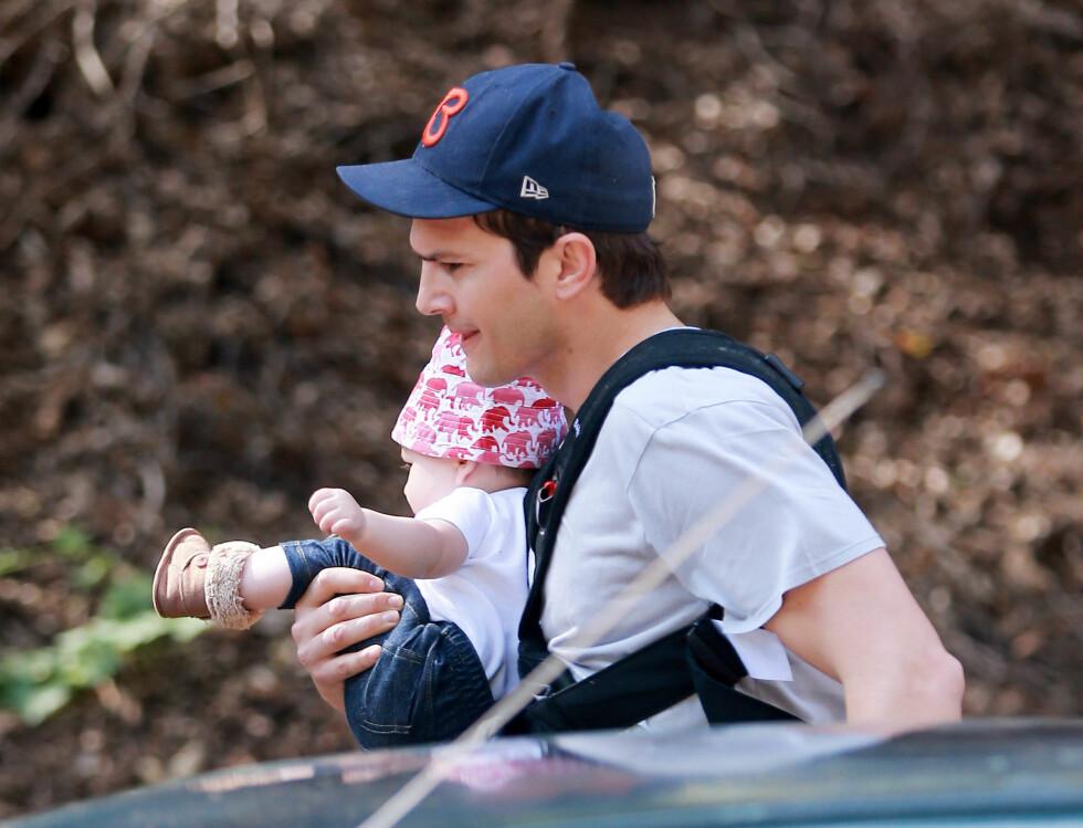 ENGASJERT: Ashton Kutcher tok med datteren sin på fottur i Los Angeles-området toirsdag denne uken.  Foto: Stella Pictures