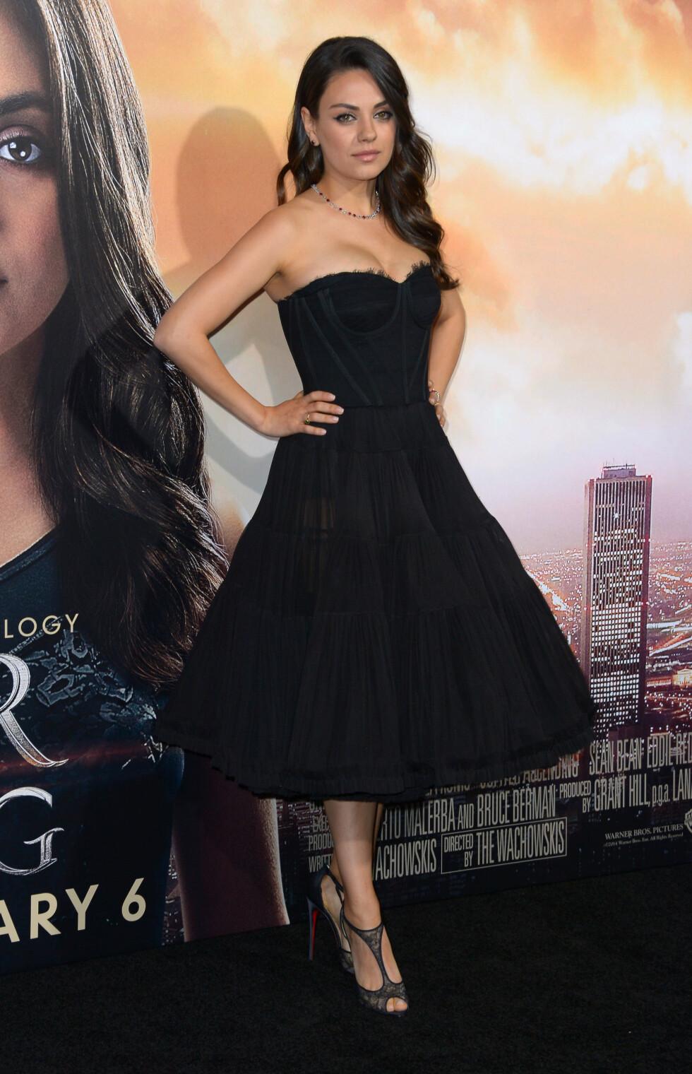 MEST HJEMME: Mila Kunis har uttalt at hun ønsker å oppdra datteren selv, og har ingen hast med å spille inn filmer igjen. I starten av februar strålte hun på «Jupiter Ascending»-premieren i Los Angeles. Foto: Stewart Cook/REX/All Over Press