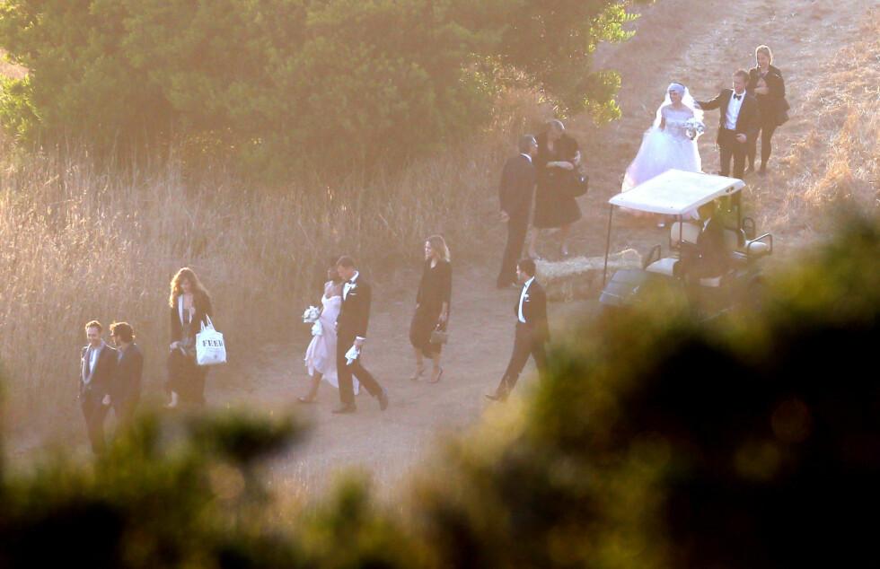 GIFTET SEG: Anne Hathaway og Adam Shulman ble smidd i hymens lenker i Big Surs naturskjønne omgivelser høsten 2012. Foto: FameFlynet Pictures