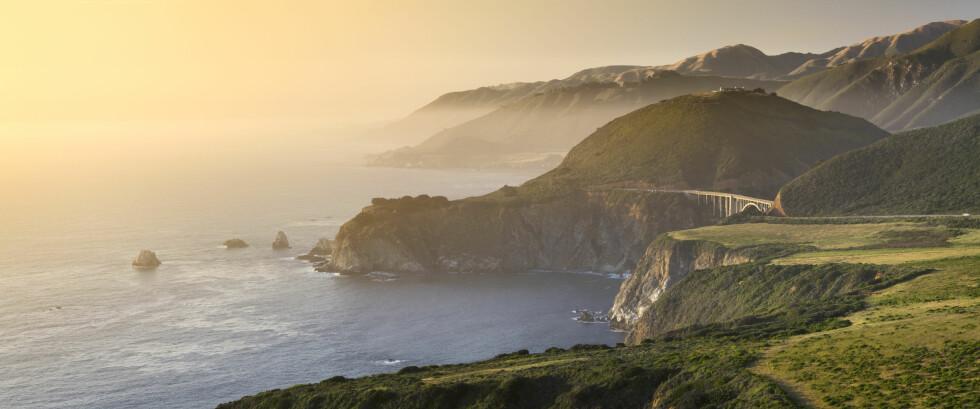 INSPIRERENDE: De bratte klippene i Big Sur.  Foto: Massimo Ripani/SIME/All Over Press
