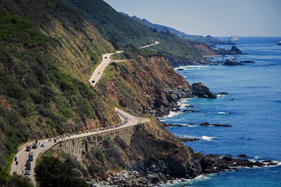 BERØMT VEI: Hollywood-stjerner og naturelskere kan nyte utsikten over Stillehavet fra California Highway 1, som snor seg gjennom Big Sur.  Foto: Photosport Int/REX/All Over Press