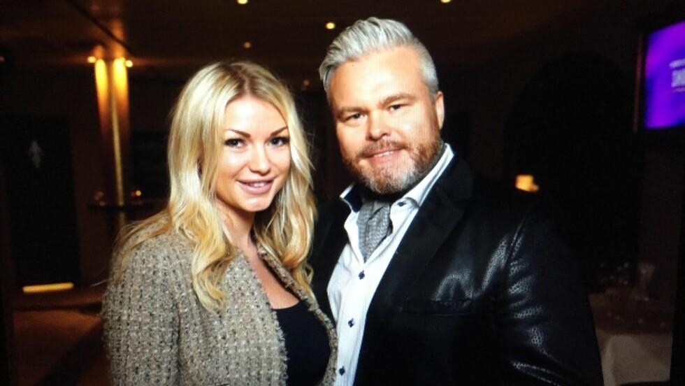KOSTE SEG: Rein Alexander og daten Charlotte Larsen hadde en hyggelig kveld sammen på et kjendisspekket Showcase på Wallmans Oslo. Foto: Espen Solli/Se og Hør