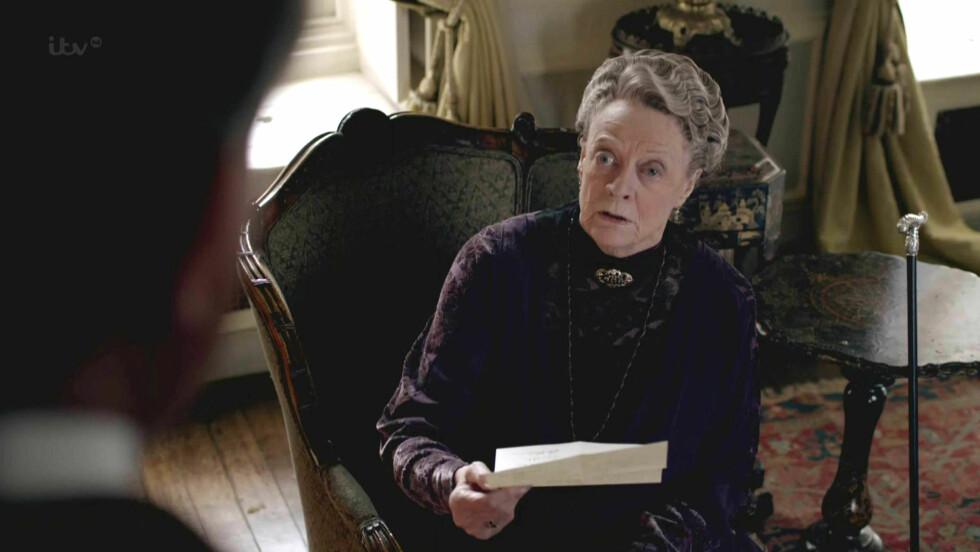 GIR SEG: Dame Maggie Smith sier hun ikke ser for seg at hun fortsetter i «Downton Abbey» etter sesongen som nå spilles inn. Foto: Stella Pictures