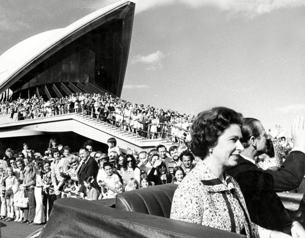 POPULÆR: Dronning Elizabeth har alltid vært populær Down Under. Her fra et besøk på 70-tallet. Foto: REX/News Ltd/Newspix/All Over Pr