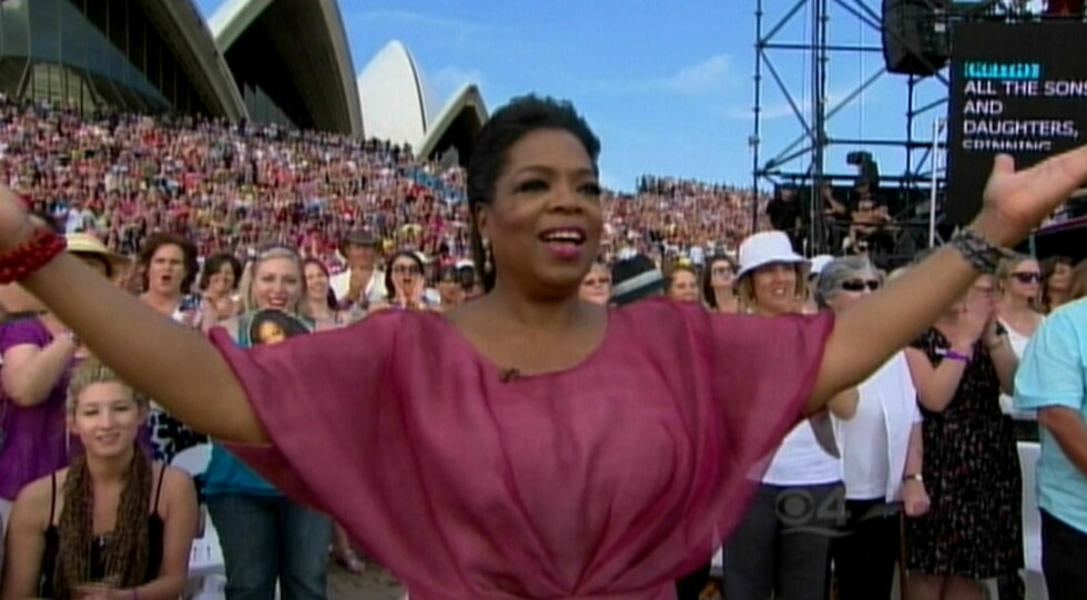 HOLDT SHOW: Oprah Winfrey har holdt show fra Operahuset. Selv om hun ikke er kongelig har hun likevel vært verdens største talkshow-dronning. Foto: CBS/Splash News/ All Over Press