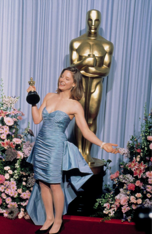 I 1989: Jodie Foster vant Oscar for hovedrollen sin i «The Accused», men den draperte silkejolen med havfruelignende slep imponerte ikke i samme grad. Foto: Everett Collection/All Over Press