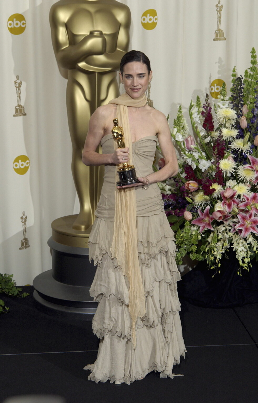I 2002: Jennifer Connelly vant Oscar for rollen sin i «A Beautiful Mind», men denne kjolen - som Daily News beskriver som «skittent-oppvaskvann-grønn» - var langt ifra heldig. Foto: All Over Press