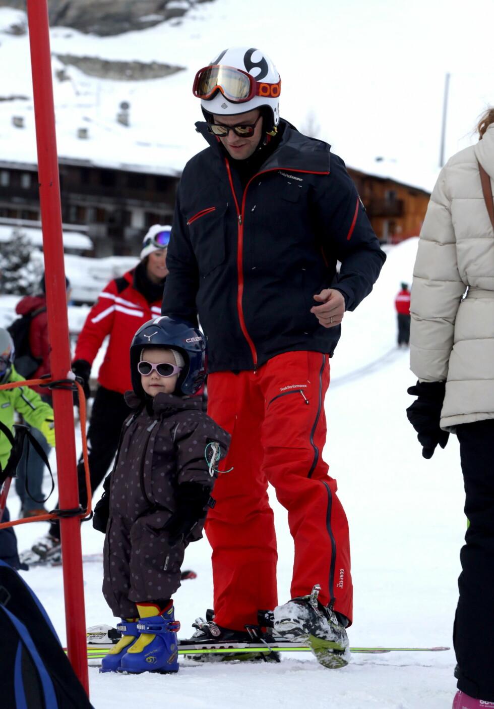 <strong>SKIPRINSESSEN:</strong> Prinsesse Estelle feiret 2-årsdagen på ski i Hemsedal i fjor, mon tro om vinterferien og treårsdagen også i år blir i Norge? Her sammen med pappa i Cervinia.  Foto: All Over Press