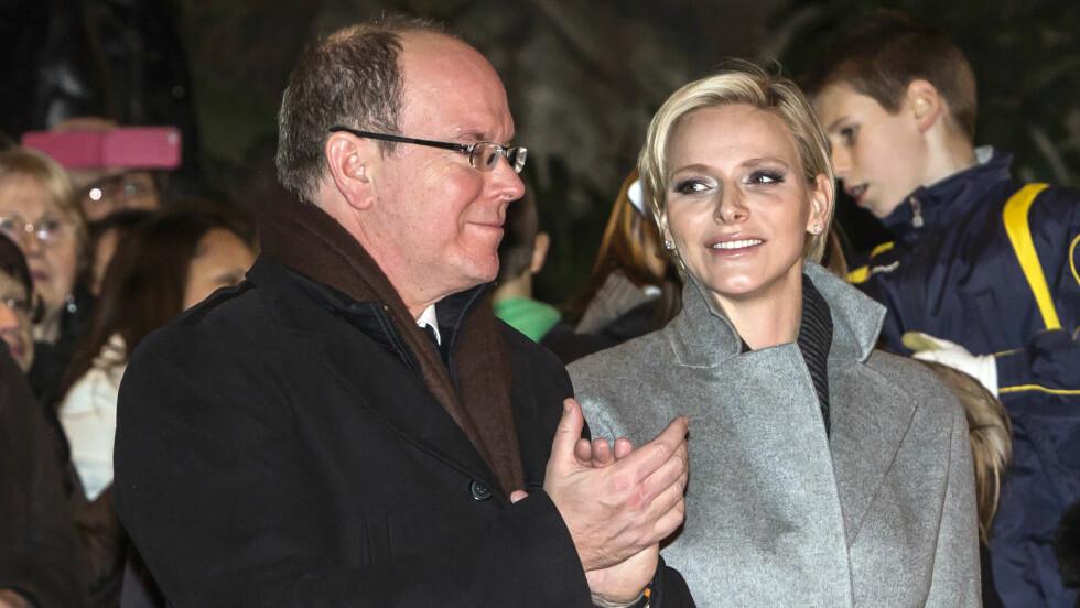 ØMME BLIKK: Fyrstinne Charlene ser kjærlig på sin ektemann Albert. Paret så lykkeligere ut enn noen gang under fyrstinnenes første offisielle oppdrag etter tvillingfødselen.  Foto: STELLA PICTURES