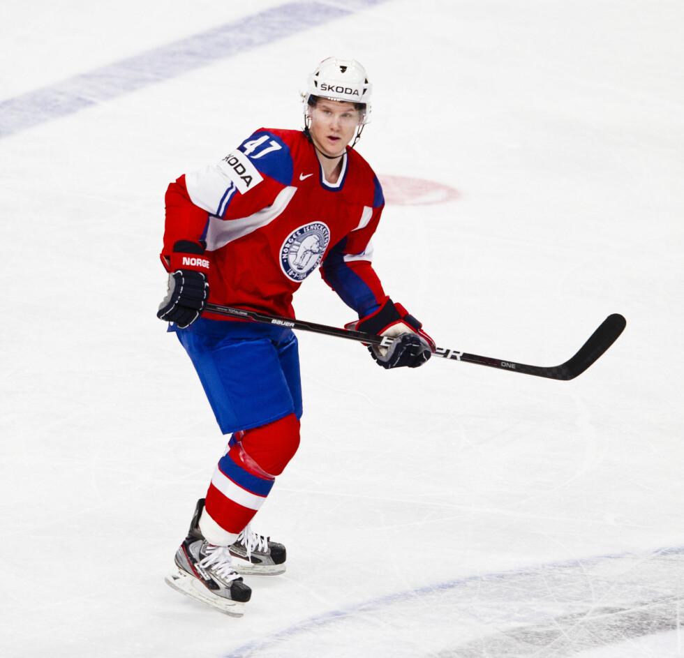 KJÆRESTE: Silje er sammen med ishockey-spilleren Alexander Bonsaksen. Her er han i aksjon for det norske landslaget. Foto: STELLA PICTURES