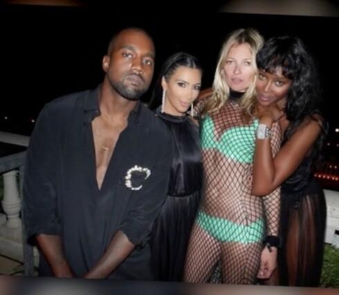 TYKK: Kim Kardashian følte seg tykk ved siden av Kate Moss og Naomi Campbell, og gjemte seg bak Kanye West.  Foto: All Over Press