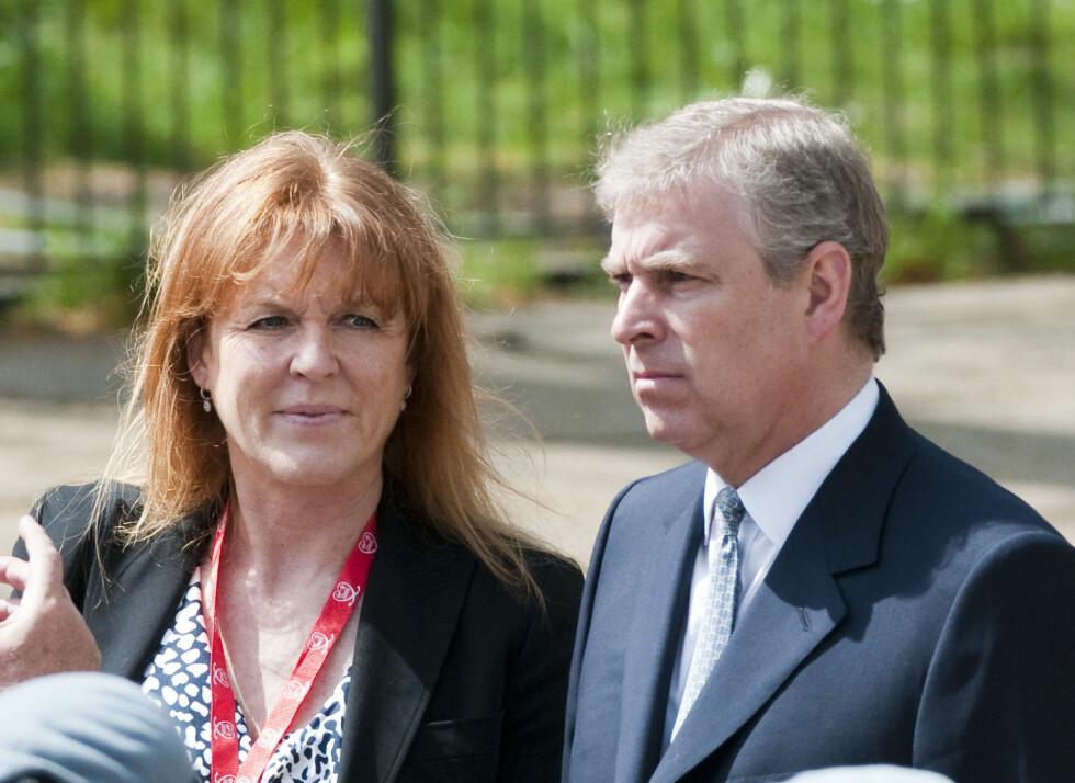 <strong>BOR SAMMEN:</strong> Sarah Ferguson og prins Andrew gikk hver til sitt i 1992. Paret bor fortsatt under samme tak, og deler tydeligvis samme fetisj. Foto: REX/All Over Press