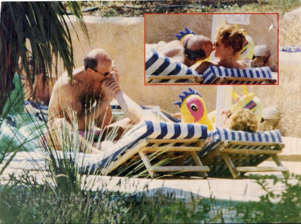<strong>FREKK BEINFLØRT:</strong> Sarah Ferguson skapte overskrifter da hennes elsker slikket tærne hennes midt på lyse dagen mens hun fortsatt var gift med prins Andrew i august 1992. Bildet ble trykket på forsiden av en av Englands største aviser. Foto: FAKSIMILE SE OG HØR