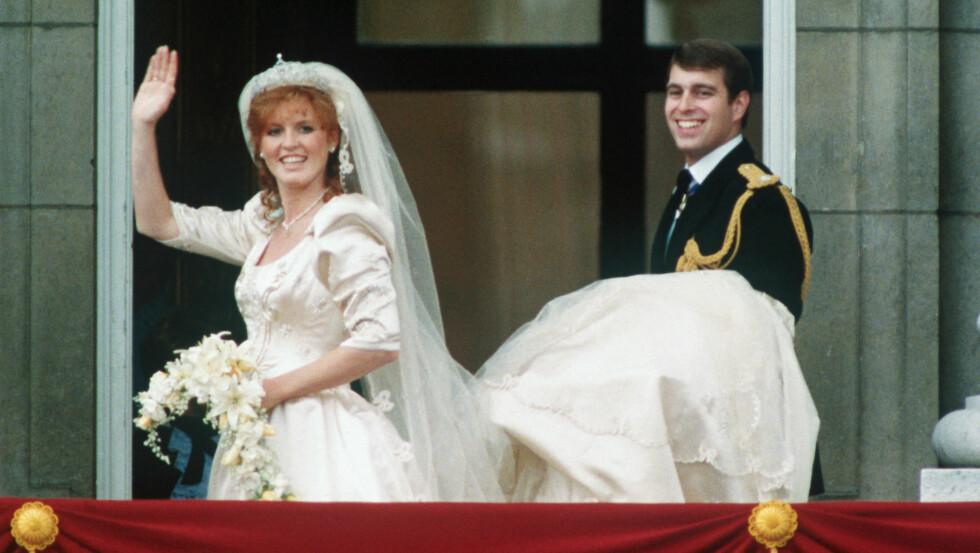 <strong>TO SKANDALER:</strong> Sarah Ferguson og eks-mannen prins Andrew har begge blitt tatt med buksene nede i hver sin pikante fotsex-skandale. Sarah var i sin tid gift - mens Andrew skal ha kost seg med en mindreårig. Foto: All Over Press