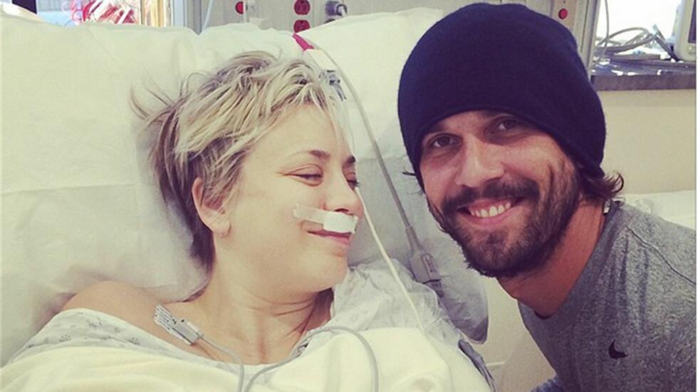 VED KONAS SIDE: Kaley Cuoco takker ektemannen for at han passer på henne etter hennes neseoperasjon i romjulen. På sin Instagramside presiserer hun at inngrepet var av helsemessige årsaker. Foto: Instagrtam