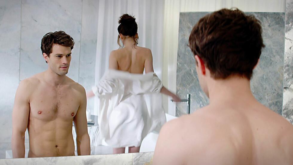 HETE SCENER: Jamie Dornan og Dakota Johnson kaster klærne i filmen Fifty Shades of Grey. For å forberede seg til rollen, besøkte Dornan en sex-kjeller. Foto: All Over Press