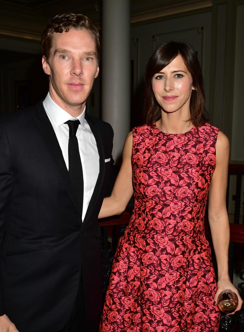 VISTE FREM FORLOVEDEN: «Sherlock»-stjernen Benedict Cumberbatch er kjent for å holde en lav profil rundt sitt privatliv, men hadde med seg forloveden Sophie Hunter på den røde løperen. Foto: Stella Pictures
