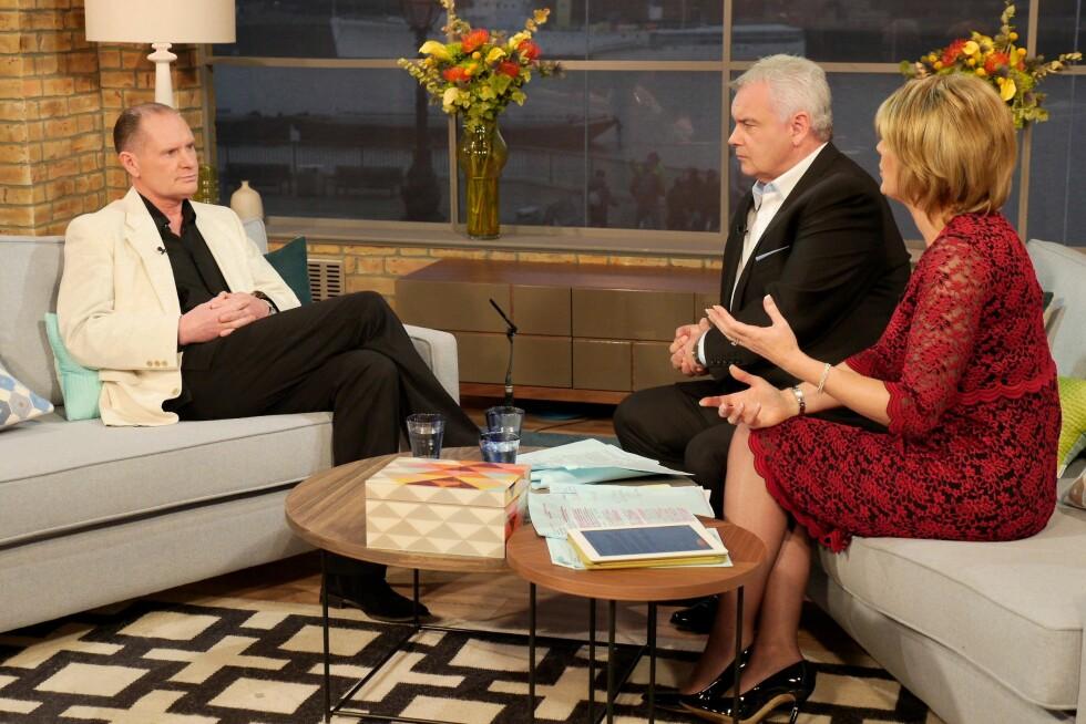 ÅPENHJERTIG: Paul Gascoigne blir intervjuet av  Eamonn Holmes og Ruth Langsford i TV-programmet This Morning.  Foto: REX/Ken McKay/ITV/All Over Press