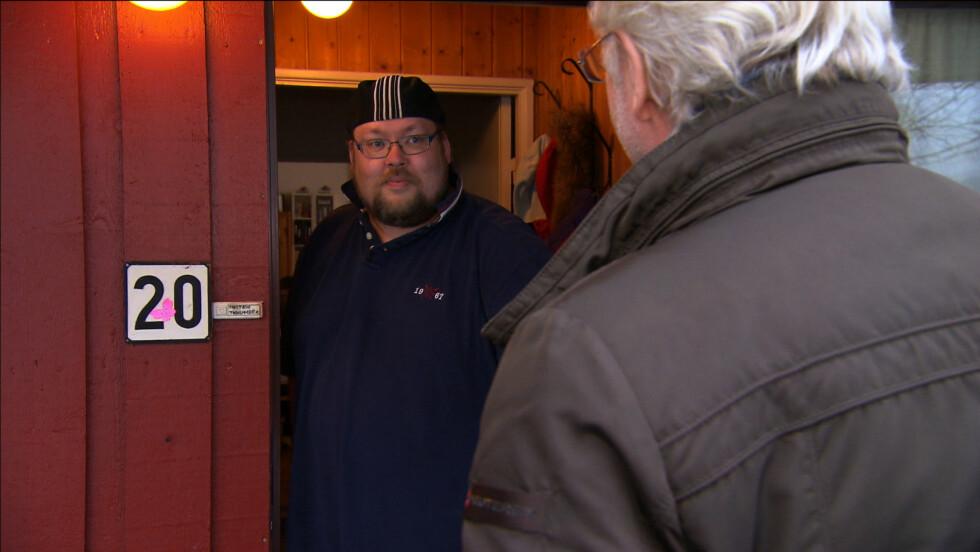 <strong>MÅ LEGGE OM LIVET:</strong> Mattias ber Hellstrøm om hjelp til å legge om livsstilen, fordi han blant annet  ikke er i stand til å være like mye sammen med barna sine som han ønsker. Foto: TV3