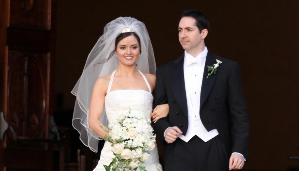 EKSMANNEN: Her er McKellar med eksmannen Mike Verta i sitt første bryllup i 2009 på hennes hjemsted La Jolla i California.