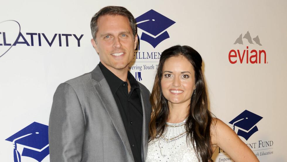 MANN OG KONE: Fire måneder etter forlovelsen giftet Danica McKellar seg med sin Scott Sveslosky. Foto: REX/Picture Perfect/All Over Press