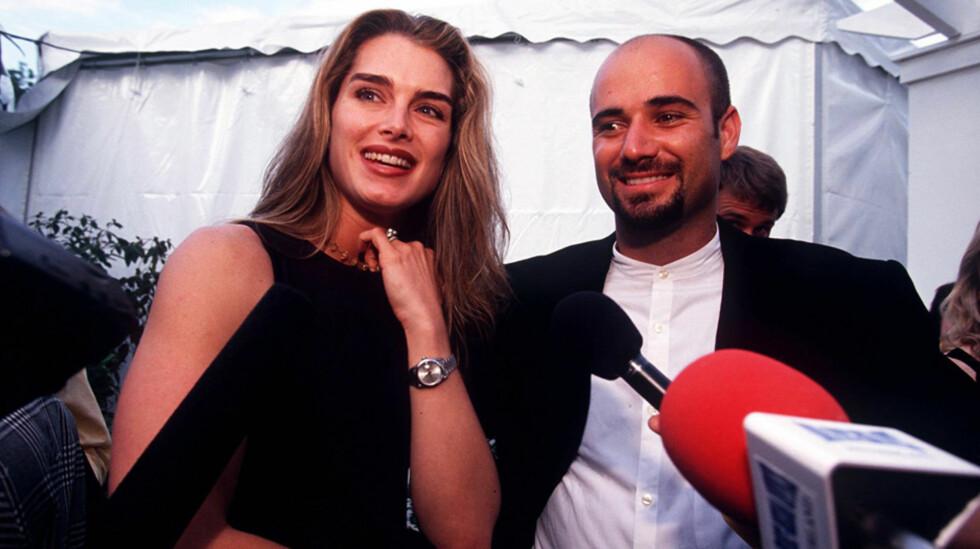 STORMFULLT: Ekteskapet mellom Brooke Shields og Andre Agassi var preget av stramme tidsskjemaer på begge fronter. Her er paret sammen på US Open høsten 1997. Foto: Action Press/All Over Press