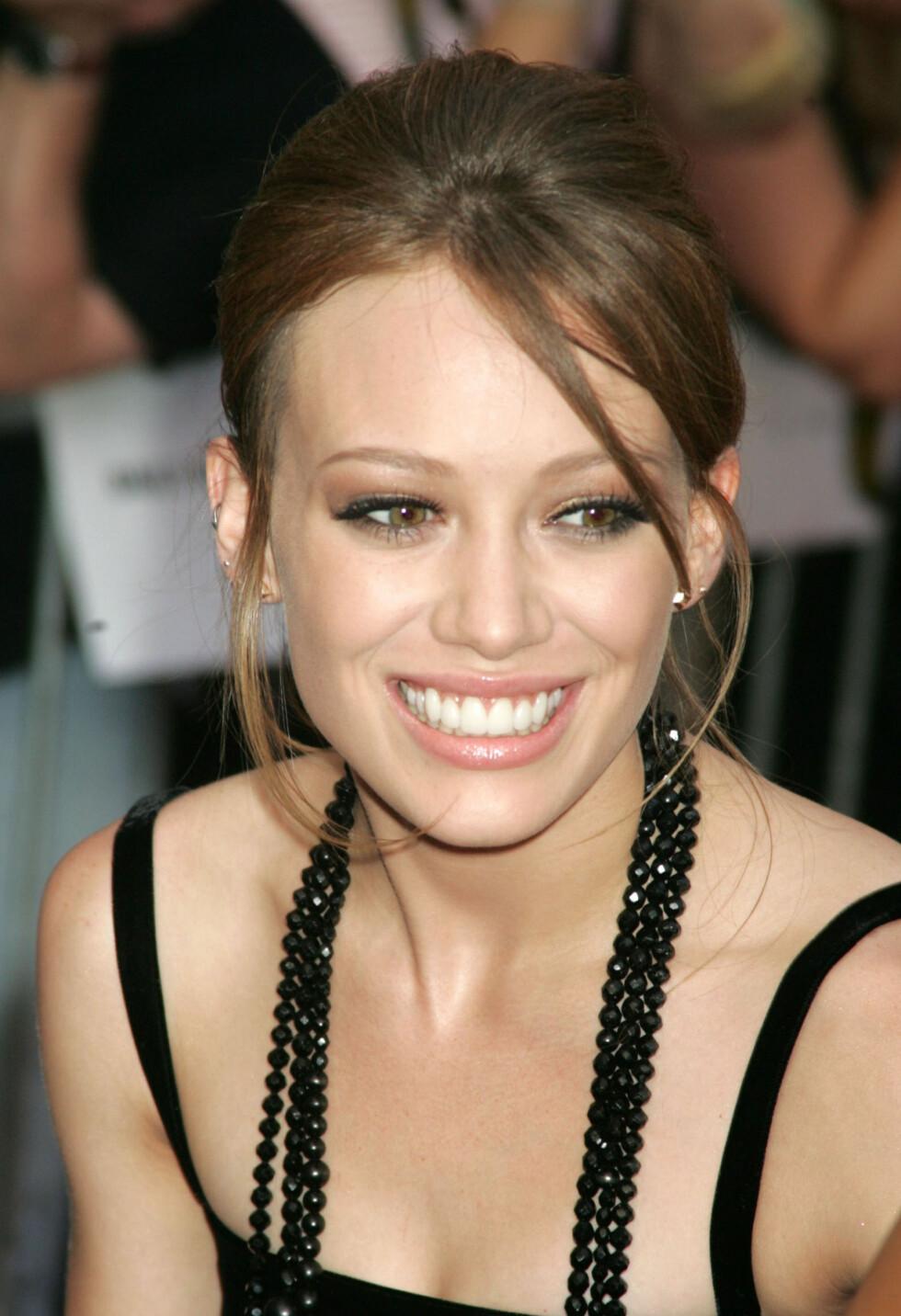 I 2006: Hilary slet med muskelkramper grunnet underernæring da hun var på sitt tynneste. På «Material Girls»-premieren i august 2006 virket TV-stjernens øyne og munn svært fremtredende i det smale ansiktet hennes. Foto: Stella Pictures