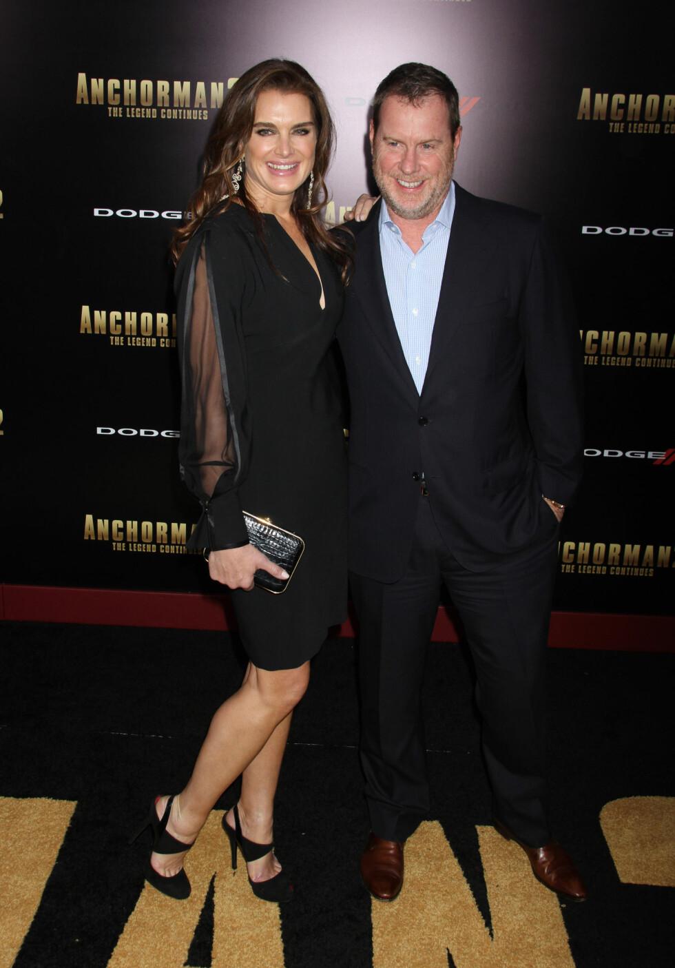 LYKKELIG GIFT: I dag er Brooke Shields gift med Chris Henchy. De har to barn sammen. Foto: FameFlynet Sweden