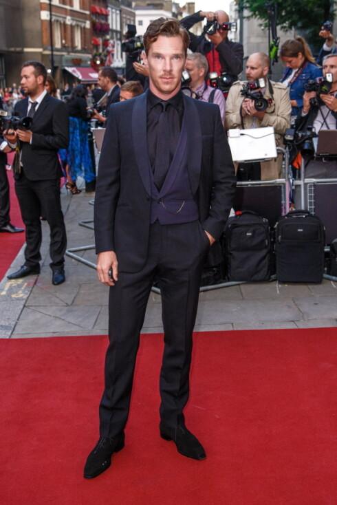 AV DEN GAMLE SKOLEN: Benedict Cumberbatch annonserte også sin forlovelse i The Times - forrige uke. Her på GQ Men of the Year Awards i London i september, dre han stakk av med prisen for årets skuespiller. Foto: Stella Pictures