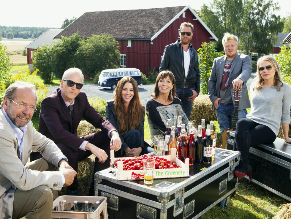 TV-STJERNER: Den nye sesongen av «Hver gang vi møtes» ble spilt inn i Moss i Østfold. Ole Paus (65, f.v.), Morten Abel (50), Marion Ravn (28), Anita Skorgan (54), Magnus Grønneberg (45), Kurt Nilsen (34) og Lene Marlin (32) er artistene vi blir bedr Foto: TV 2