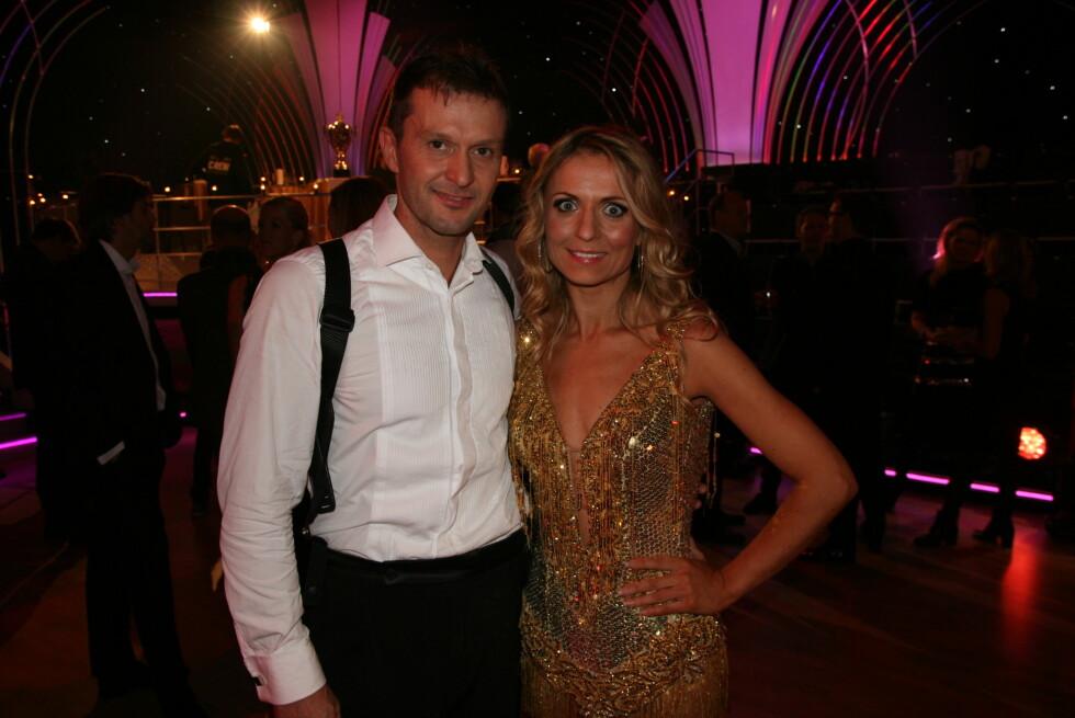 BLITT GODE VENNER: - Vi er blitt gode venner gjennom tre måneder med dansing, sier Roar Strand og dansepartneren Nadya Khamitskaya. Foto: Sølve Hindhamar, Seoghør.no