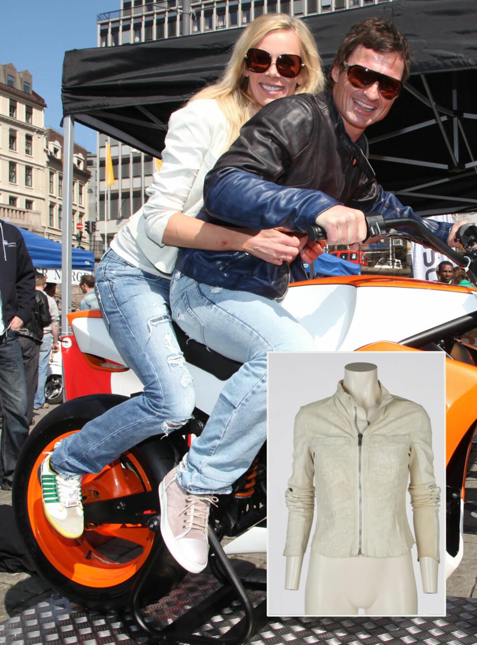 BIKERBABE: Gunhild Stordalen var iført en kremhvit skinnjakke da hun satt bakpå motorsykkelen til Peter Stordalen på hotellåpning i 2009. Nå er jakken fra Rick Owens lagt ut til salgs på nettloppemarkedet Bloppis.no. Startprisen er 2000 kroner.