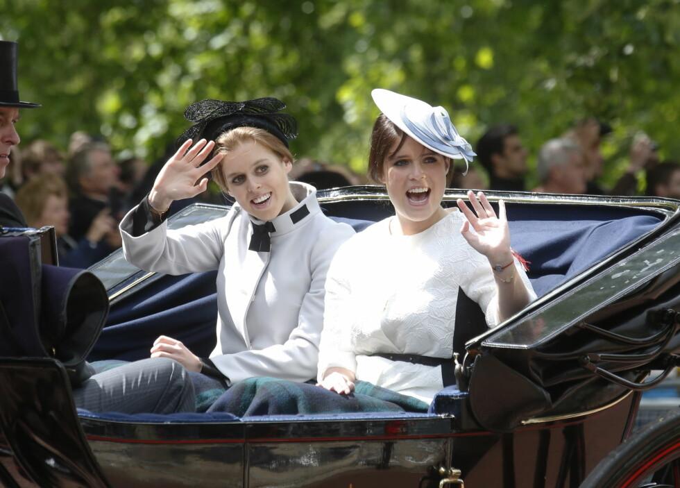 <strong>EKTE PRINSESSER:</strong> Beatrice og Eugenie er døtrene til prins Andrew og dermed født til prinsessetittel.  Foto: UK Press