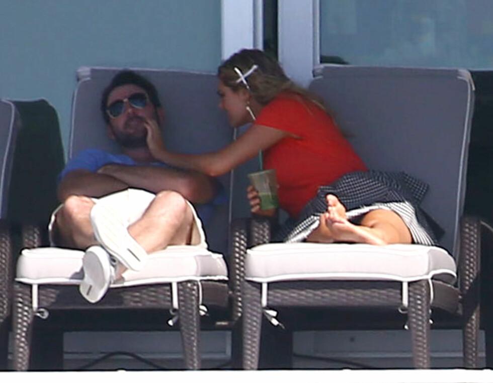 FORELSKET: Innimellom fotograferingen slappet Kate av med kjæresten Jason Verlander. Foto: Stella Pictures
