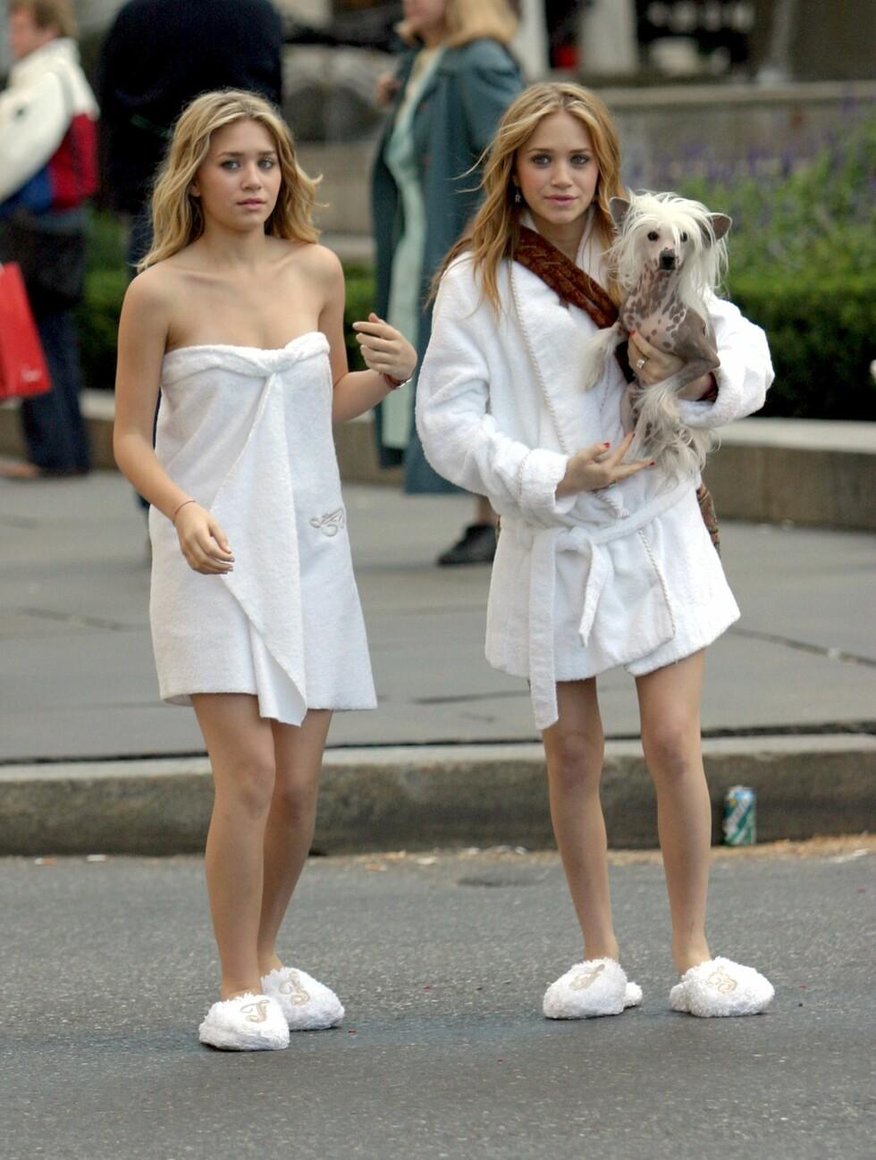 KJENDISSØSTRE: Ashley og Mary-Kate Olsen har spilt sammen i mange serier og filmer. Her er det sammen i filmen New York Minute. Foto: All Over Press