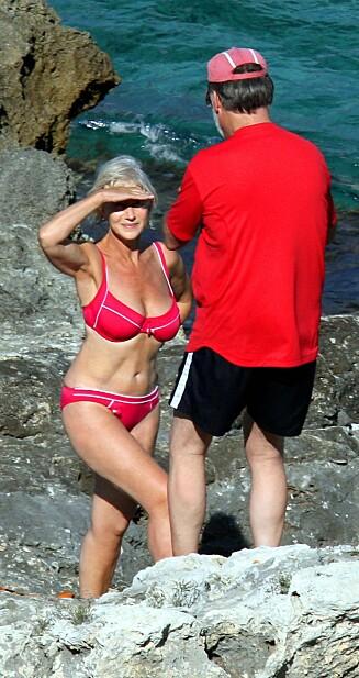 FLOTT: Helen Mirren ser strålende ut i bikini. Og denne dama er 69 år! Foto: All Over Press