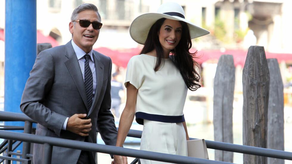 INTERNASJONALE: George Clooney har blant annet irske og tyske aner, mens Amal Alamuddin er britisk-libanesisk. Denne helgen feiret de bryllupet sitt for annen gang, sammen med en mengde av Amals familiemedlemmer som hadde reist til London fra fjernere strøk. Her er paret avbildet i Venezia for fire uker siden, der de giftet seg. Foto: Stella Pictures