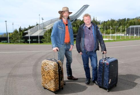 TV-STJERNER: Ola-Conny og Morgan foran Holmenkollen i TV-serien «Morgan og Ola-Conny gjør Norge». Foto: TVNorge