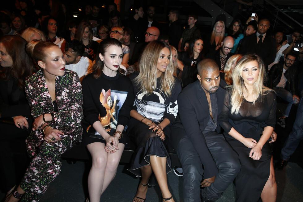 MØRKERE HÅR: I slutten av september 2013 var Noomi Rapace (ytterst t.v) på Givenchys moteshow under moteuken i Paris med Lily Collins, Ciara, Kanye West og Kim Kardashian. Foto: FameFlynet