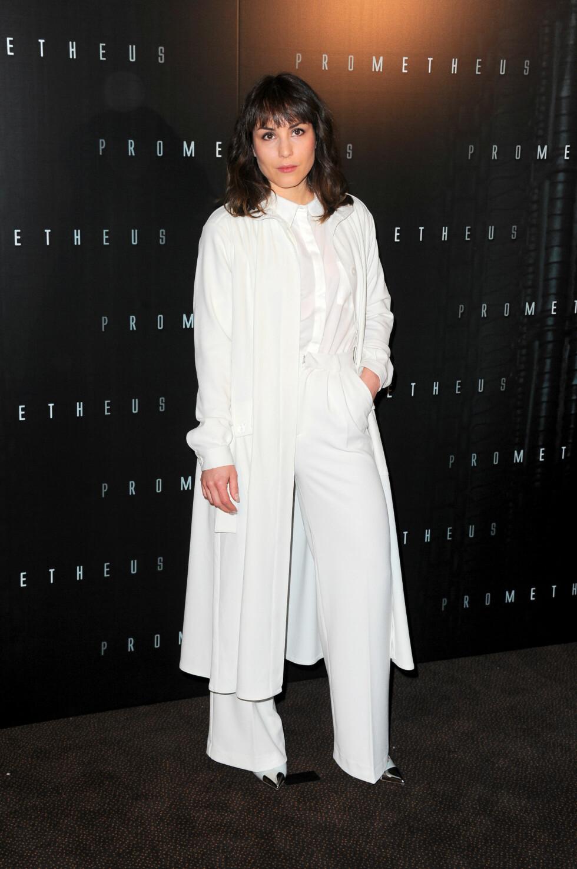 I HVITT: Da hun presenterte «Prometheus» i Paris i 2012, gikk Noomi derimot for helhvitt.  Foto: Stella Pictures