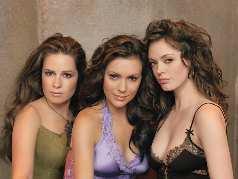 TV-STJERNE: Alyssa Milano (midten) har blant annet gjort stor suksess med sin rolle i TV-serien Charmed. Her er hun med kollegene Holly Marie Combs og Rose McGowan i 2005.  Foto: Fame Flynet