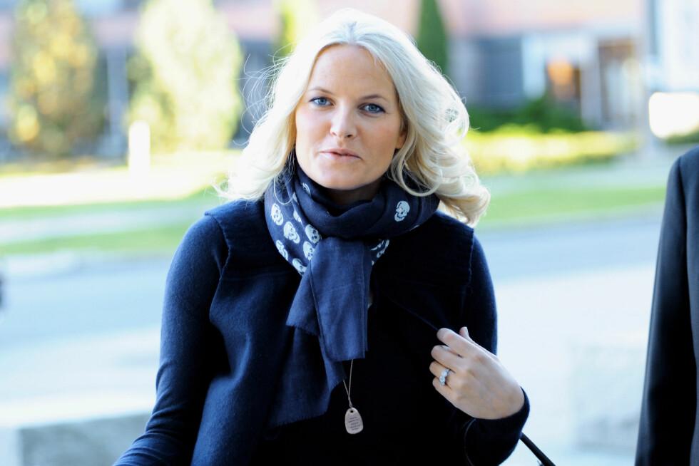 PÅ KUNDELISTA: Mette-Marit elsker Bjørgs smykker, og brukte blant annet en spesiallagd sølvmedaljong på første skoledag på BI i 2010. Foto: Stella Pictures