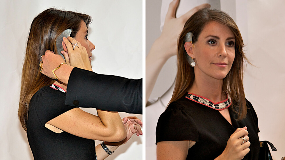 KONGELIG PRØVEDUKKE: Søndag besøkte prinsesse Marie smykkestanden til den norske designeren Bjørg Nordli-Mathisen i København. Der ba hun om å få prøve det utradisjonelle øresmykket, som er laget av blant annet hestehår.  Foto: ALL OVER