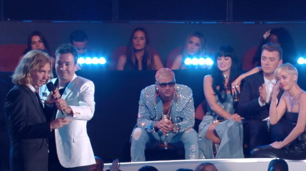<strong>HJEMLØS:</strong> Miley Cyrus og Katy Perry ble rørt da hjemløse Jesse snakket.  Foto: MTV